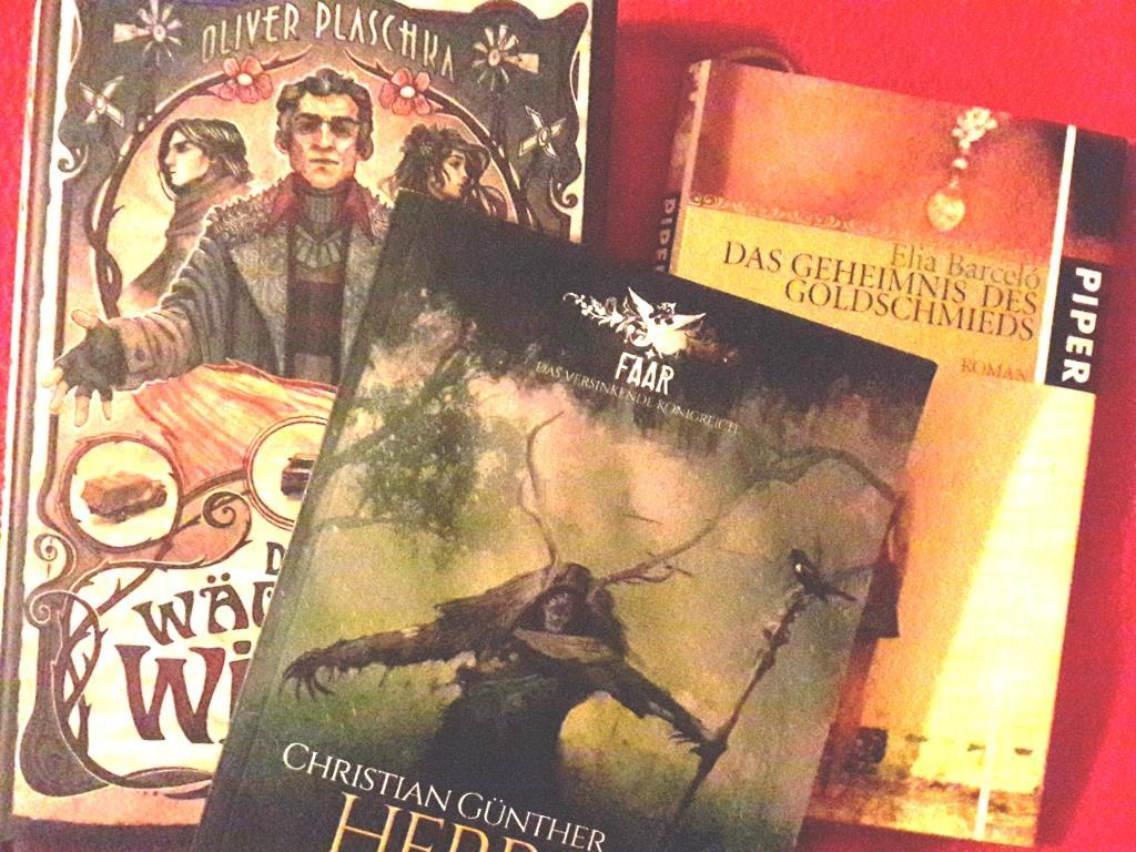 """Foto mit Büchern zu """"Der Wächter der Winde"""", """"Herr der Wälder"""" und """"Das Geheimnis des Goldschmieds"""""""